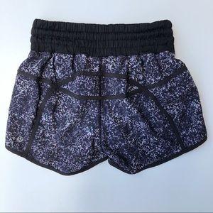 Lululemon | tracker shorts black printed